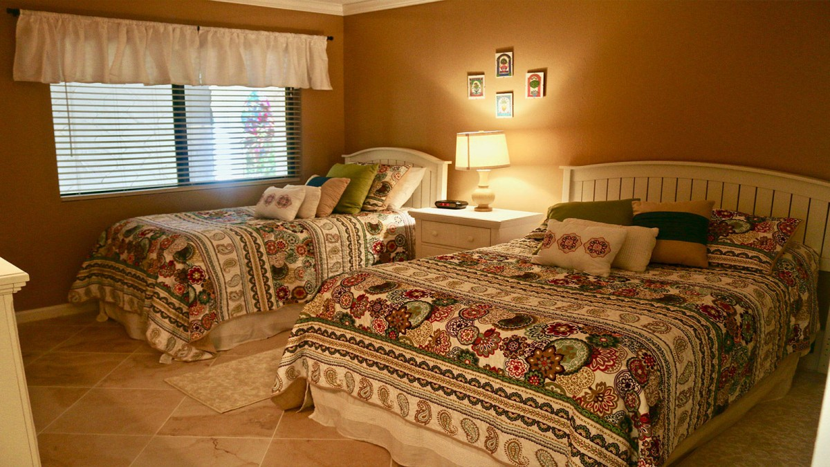 Guest Room With Queen/Twin Beds