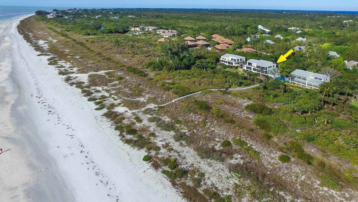 Clamshell Complex proximity to beach