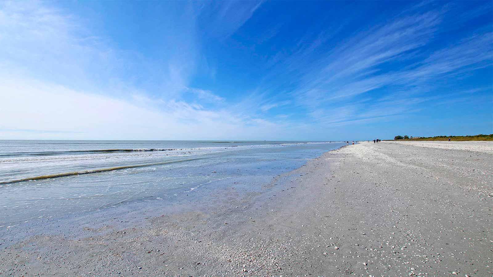 Clamshell Condos beach