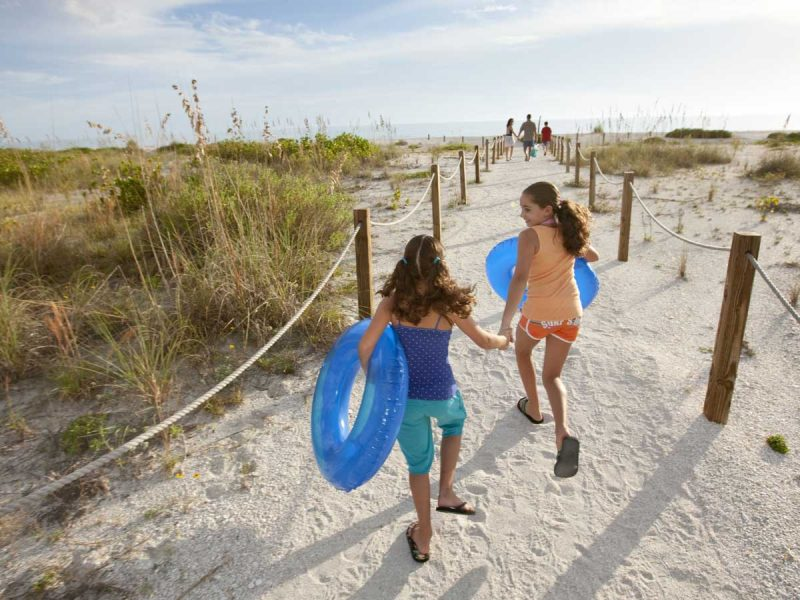 Kids-Walking-to-Beach